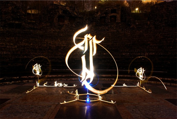 How To : Light, Calligraphy And Photography (Light Graffiti)